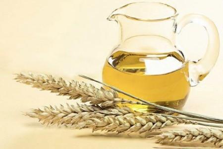 Панацея для проблемных волос: масло зародышей пшеницы.