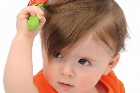 Выпадение волос и перхоть у детей и подростков: причины и лечение