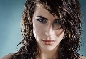 Наносить только на влажные волосы